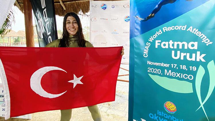 Serbest dalışçı Fatma Uruk, Meksika'da dünya rekoru kırdı!