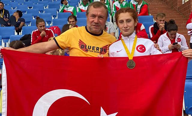 Dünya Para Atletizm Şampiyonası'nda 800 metrede Muhsine Gezer, altın madalya kazandı