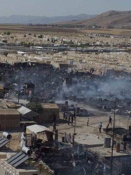 Irak'ta mülteci kampında yangın: 340 çadır küle döndü