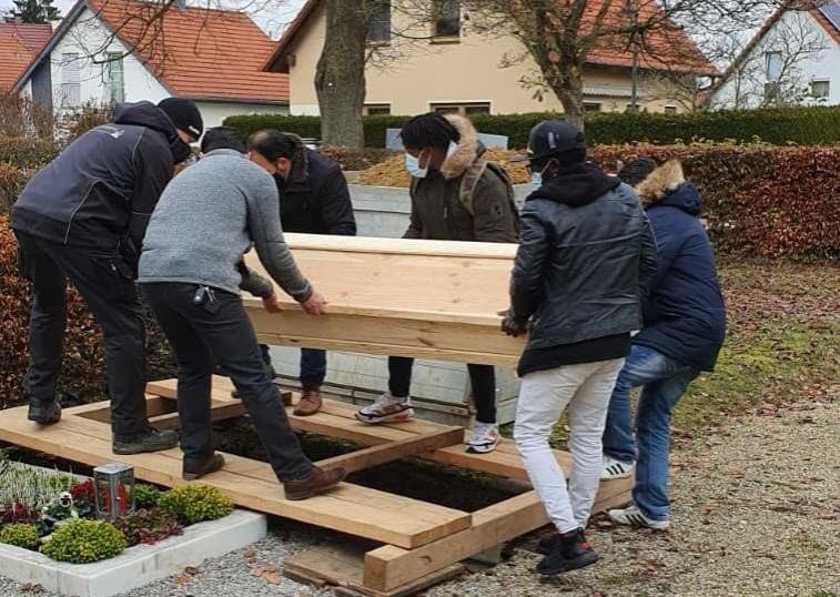 Almanya'da Türkler, sahipsiz bir Müslüman'ın  cenazesini yakılmaktan kurtardı.
