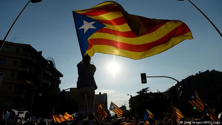 İspanyol mahkemesi tutuklu Katalan siyasetçilerin yarı serbestlik hakkını durdurdu