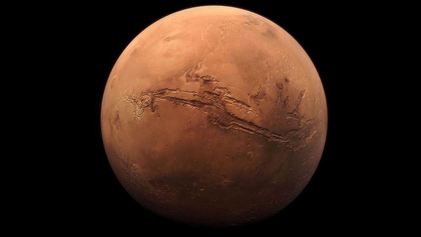 Mars'ın güney kutbunda yer altında tuzlu su gölünün yanı sıra göletler bulunuyor olabilir
