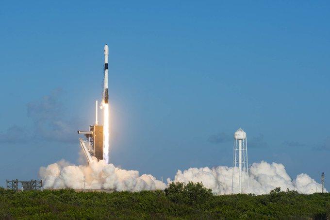 SpaceX, Starlink ağı için 60 internet uydusunu uzaya fırlattı