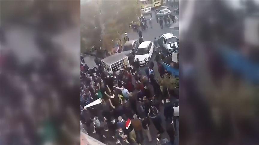 Tebriz'de Ermenistan ile İran arasındaki sınır kapısının kapatılması talebiyle eylem yapıldı